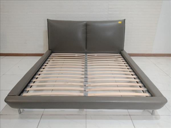 Giường gỗ cao su cũ SP009485