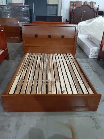 Giường gỗ MDF cũ SP013747