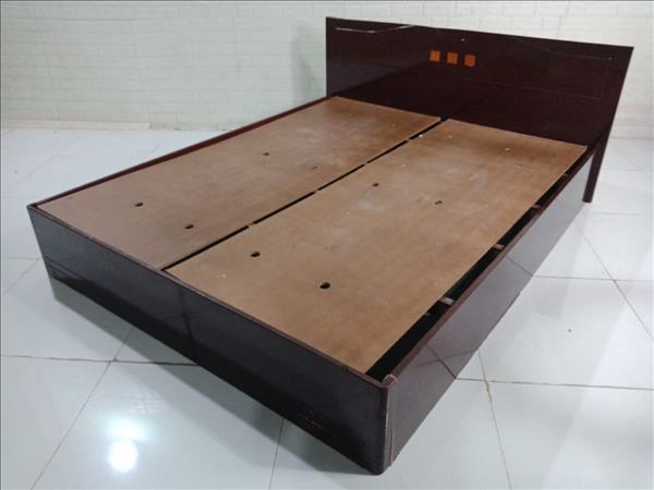 Giường gỗ cũ SP010100