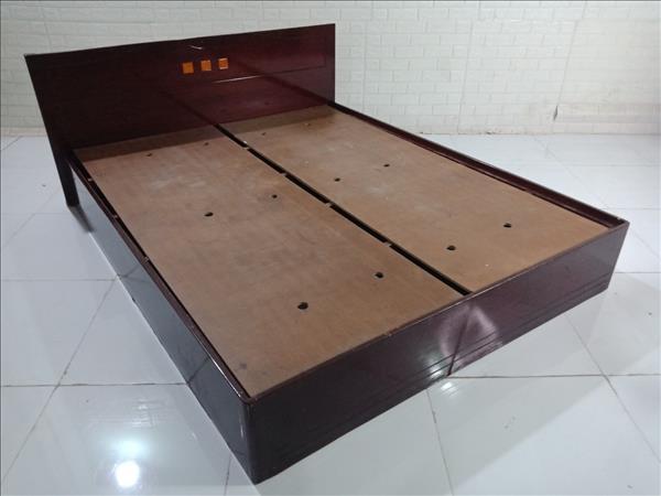 Giường gỗ cũ SP010101