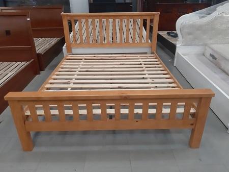 Giường gỗ tự nhiên cũ SP014001